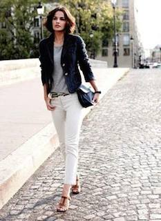 1ネイビーテーラードジャケット×白デニム×グレーTシャツ