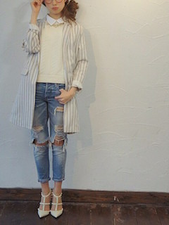 2白のテーラードジャケット×デニム×白ニット