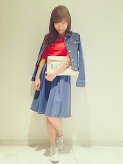 4デニムジャケット・Gジャン×デニムスカート×赤トップス