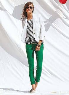 9白のテーラードジャケット×グリーンパンツ×ボーダーT