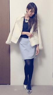 6白のレザージャケット×タイトスカート×ストライプ柄トップス