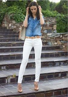 8白パンツ×ダンガリーシャツ×ブランドバッグ