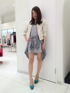 9白のレザージャケット×ミニ丈ワンピ×チェックシャツ