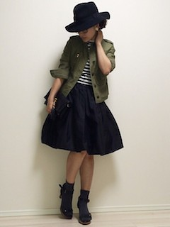 1黒フレアスカート×カラーGジャン×黒ハット