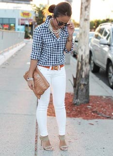 2ギンガムチェックシャツ×白デニム×クラッチバッグ
