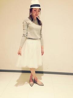 3白チュールスカート×長袖Tシャツ×帽子