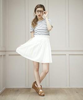 3白フレアスカート×ボーダーTシャツ×厚底サンダル