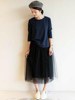 6黒チュールスカート×ネイビー長袖トップス×ベレー帽子