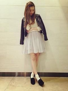 7白フレアスカート×レザージャケット×白トップス