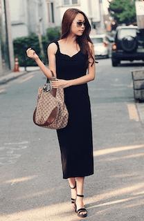 7黒ロングワンピース×ブランドバッグ