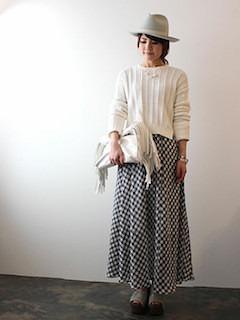 2チェックマキシ丈スカート×白ニット