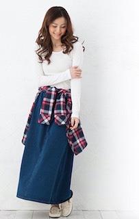 3ネイビーマキシ丈スカート×赤系チェックシャツ