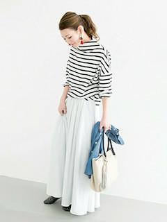 3白マキシ丈スカート×白黒ボーダートップス