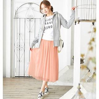 3花柄スニーカー×ピンクシフォンマキシ丈スカート