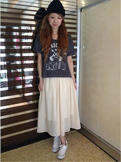 4白スニーカー×白マキシ丈スカート