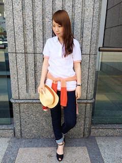 9白のポロシャツ×デニムパンツ×カーディガン