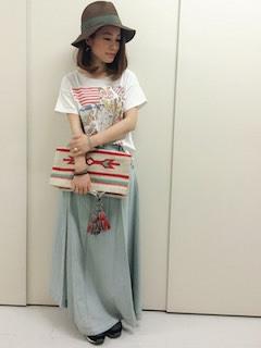 3白Tシャツ×マキシ丈スカート