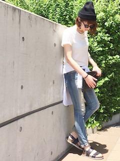 黒いニット帽×白Tシャツ×ジーパン