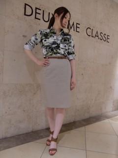 9アロハシャツ×タイトスカート