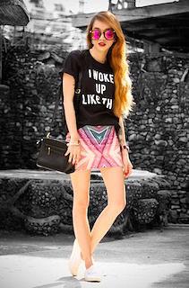 5黒Tシャツ×柄ミニタイトスカート