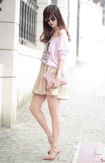 6ピンクTシャツ×ミニスカート
