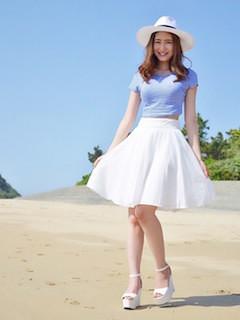 6ボーダーTシャツ×白フレアスカート