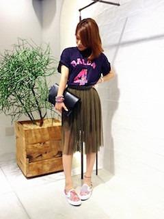 7ピンクのスリッポン×チュールスカート×カラーTシャツ