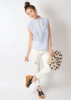 6ボーダーシャツ×白パンツ