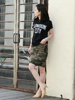 7黒Tシャツ×迷彩柄タイトTシャツ
