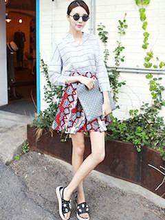 8ボーダーシャツ×柄ミニスカート