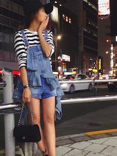 11ショートパンツのサロペット×ボーダーTシャツ×デニムシャツ