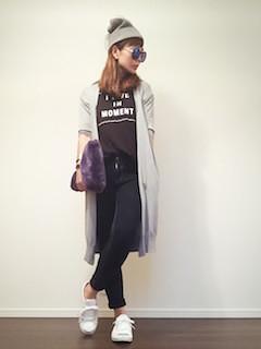 10ロングカーディガン×黒Tシャツ×黒デニムパンツ
