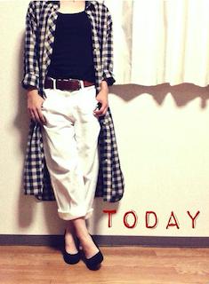7ロングシャツ×黒Tシャツ×白ワイドパンツ