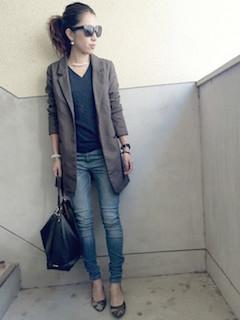 11秋のテーラードジャケット×VネックTシャツ×ジーンズ