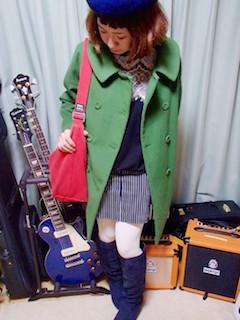 8ネイビーのロングブーツ×カラーPコート×タイトスカート