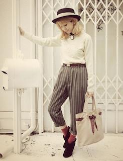 3ブーティ×靴下×白無地長袖×ストライプ柄パンツ