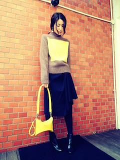 バイカラーニット・セーター×黒のスカート×黒のショートブーツ2