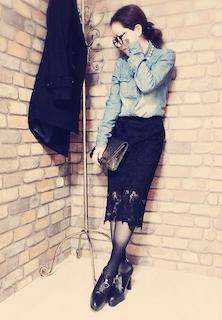 6ブーティ×タイツ×デニムシャツ×ペンシルスカート