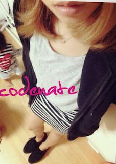 3黒のパーカー×グレーTシャツ×ボーダーミニスカート