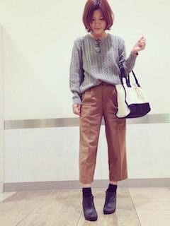 7ブーティ×靴下×ニットセーター×ワイドパンツ