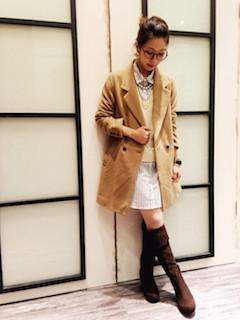 6キャメルのチェスターコート×シャツ×ミニタイトスカート
