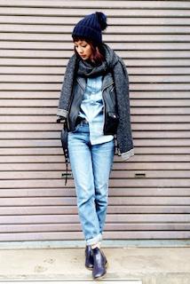 4黒のライダースジャケット×デニムシャツ×ジーンズ
