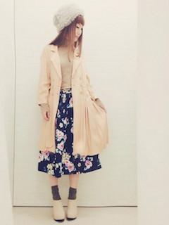 8ピンクのトレンチコート×花柄フレアスカート×ファーハット