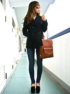 6黒のPコート×黒スリムジーンズ×黒ヒール
