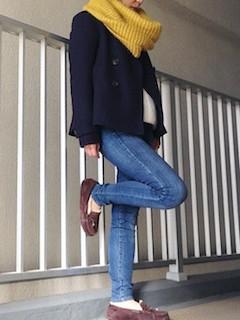 1黒のPコート×スヌード×ジーンズ