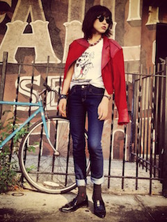 7ライダースジャケット×キャラTシャツ×ジーンズ