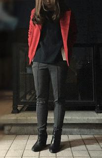 赤のPコート×黒のセットアップ