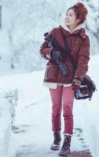 1赤のダウン×カラーデニムパンツ×ワークブーツ