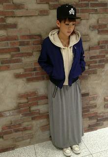 3ネイビーのMA1×パーカー×ロングスカート