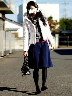 5白のダウン×タートルネックセーター×フレアスカート